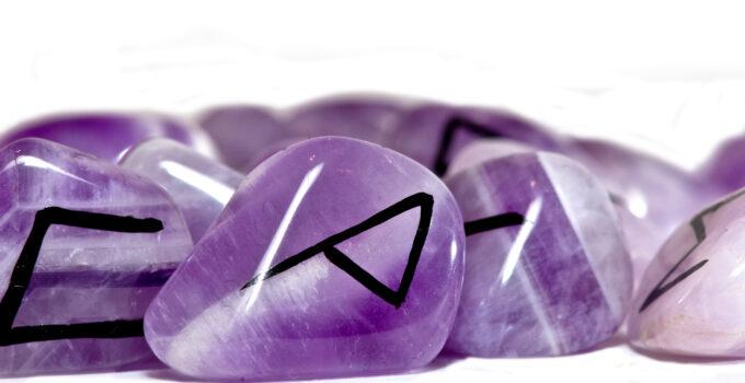 immagine di rune color viola