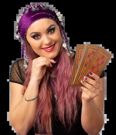 cartomante con carte in mano appoggiata